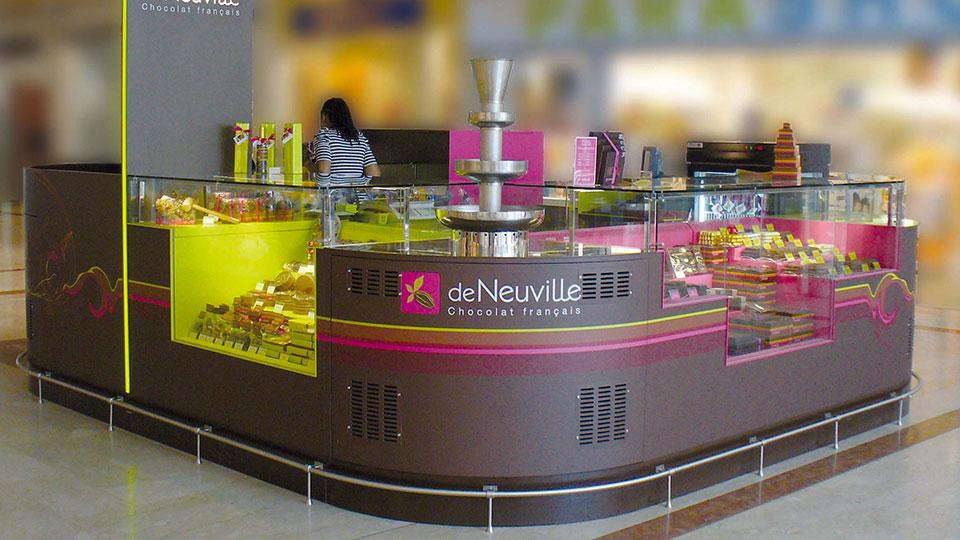 Vitrine Pâtisserie et Chocolaterie  <br> Nos réalisations / Vitrine Chocolatier De Neuville / 8