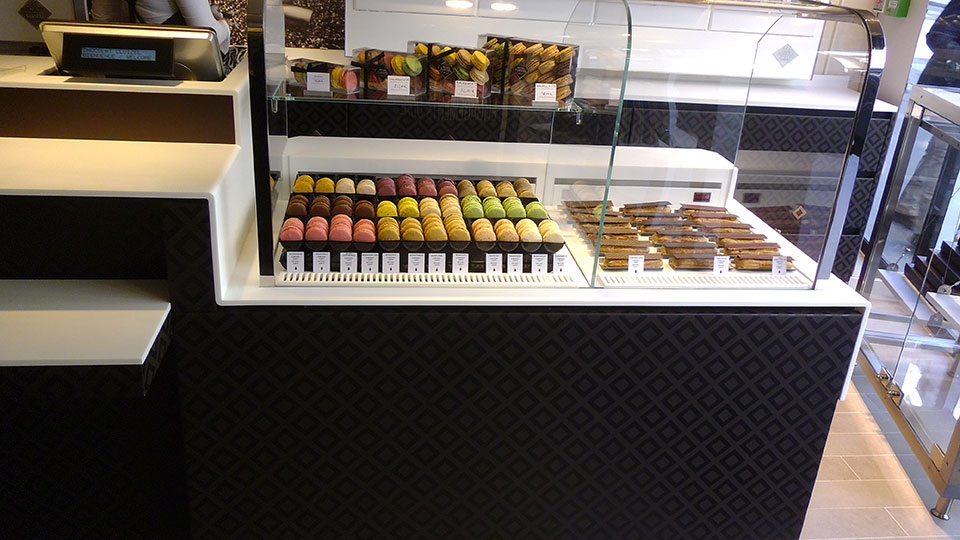 Vitrine Pâtisserie et Chocolaterie  <br> Nos réalisations / Vitrine Chocolaterie Cluizel / 9
