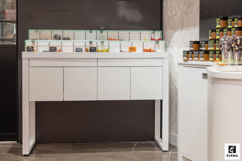 Vitrine Pâtisserie et Chocolaterie  <br> Nos réalisations / Vitrine réfrigérée - Chocolaterie & Pâtisserie - Au régal breton – Auray / 2