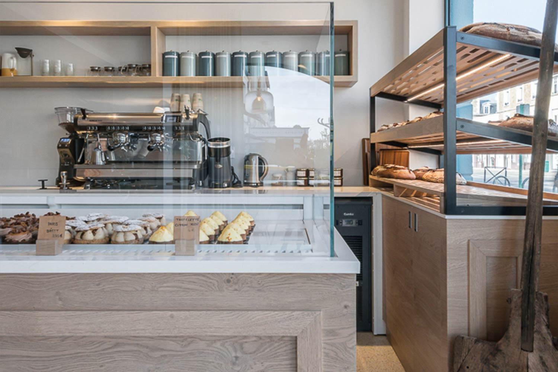 Réalisations vitrines Boulangerie – Pâtisserie / Vitrine réfrigérée, étagères - Boulangerie & Pâtisserie - Maison Malecot - Saint-Malo / 1